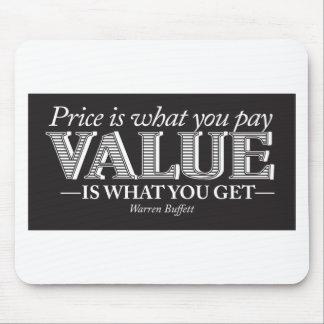 El precio es lo que usted pagina - blanco en negro tapete de ratón