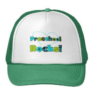 El preescolar del corazón oscila las camisetas y gorras