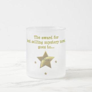 El premio para la novela de misterio superventas: taza de café esmerilada