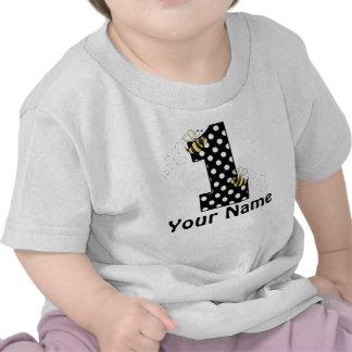 El primer cumpleaños manosea la camiseta personali