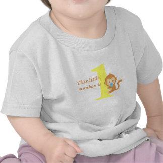 El primer cumpleaños pequeño mono es uno camisetas