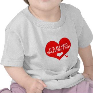 El primer el día de San Valentín del bebé Camiseta