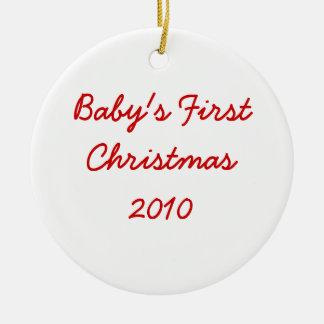 El primer navidad 2010 del bebé adorno redondo de cerámica