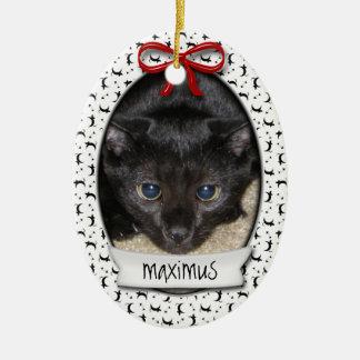 El primer navidad del gatito adorno navideño ovalado de cerámica