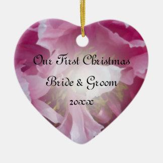El primer navidad del Peony rosado junto adorna Adornos