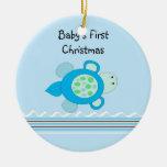 El primer navidad del pequeño bebé de la tortuga ornamento de navidad