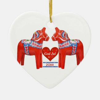 El primer navidad junto fechó el caballo de Dala Adorno Navideño De Cerámica En Forma De Corazón