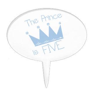 El príncipe es primero de la torta de cumpleaños c decoración de tarta