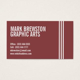 El profesional raya tarjetas de visita en rojo