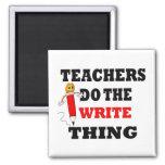 El profesor divertido hace la cosa de la escritura iman