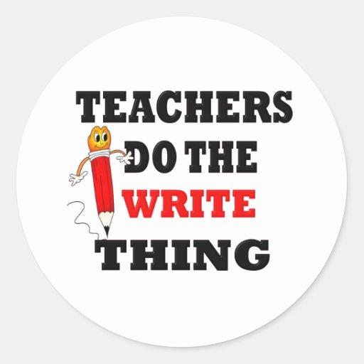 El profesor divertido hace la cosa de la escritura pegatina redonda