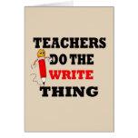 El profesor divertido hace la cosa de la escritura felicitación