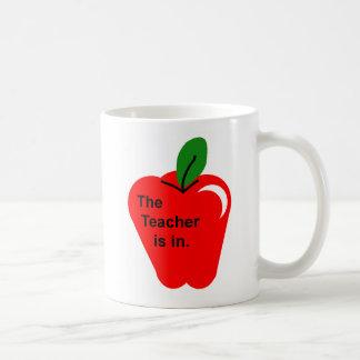 El profesor está adentro taza