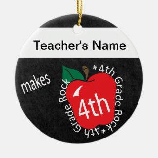 El profesor hace la 4ta pizarra de la roca el | adorno navideño redondo de cerámica