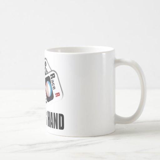 El programa de carreras - una mano perdidosa taza de café