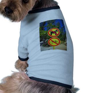 El prohibir firma no-perros y las no-bicis en el camiseta con mangas para perro