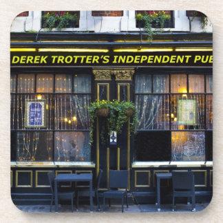 El Pub del trotón de Derek Posavasos De Bebida