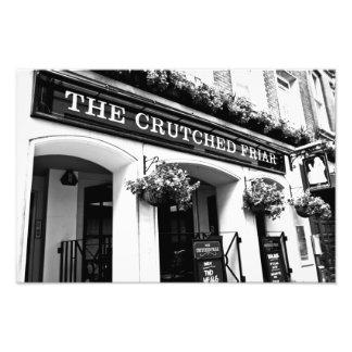 El pub sostenido Londres del fraile Cojinete