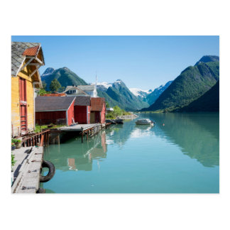 El pueblo de Fjærland y un fiordo en Noruega Postal