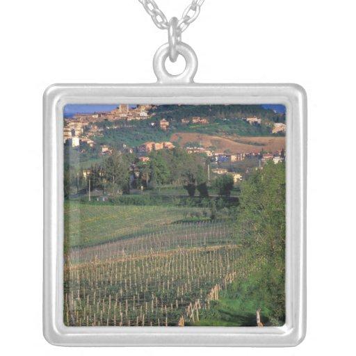 El pueblo de San Gimignano se sienta en el balance Pendiente Personalizado