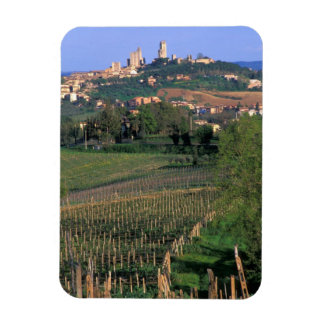 El pueblo de San Gimignano se sienta en el balance Imán