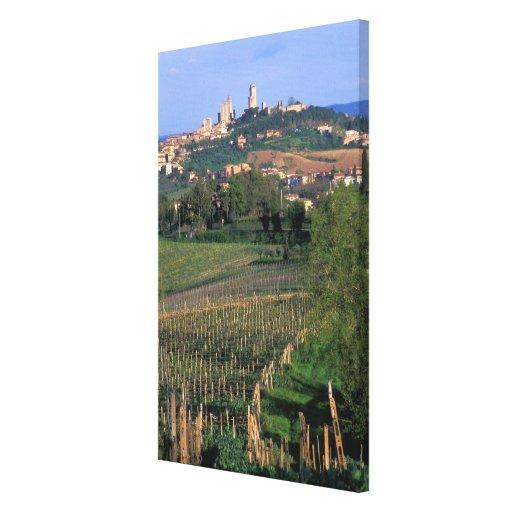 El pueblo de San Gimignano se sienta en el balance Impresión En Lona Estirada