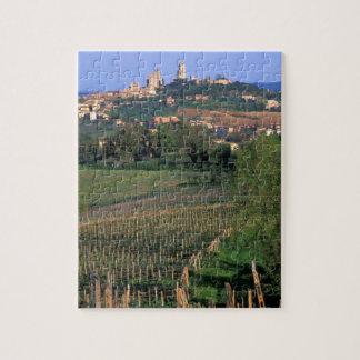 El pueblo de San Gimignano se sienta en el balance Puzzle