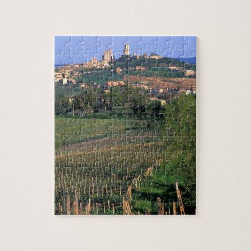 El pueblo de San Gimignano se sienta en el balance Rompecabeza Con Fotos