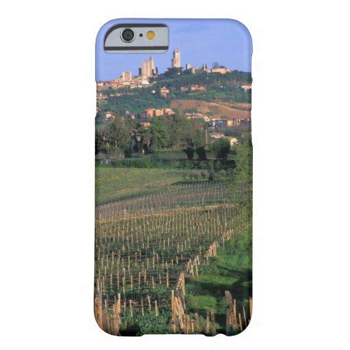 El pueblo de San Gimignano se sienta en el Funda De iPhone 6 Barely There