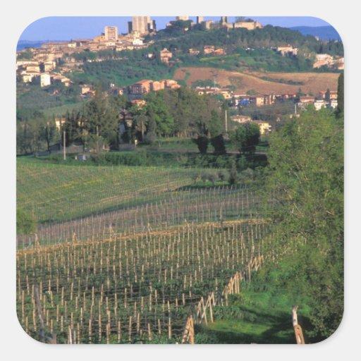 El pueblo de San Gimignano se sienta en el Calcomanías Cuadradases