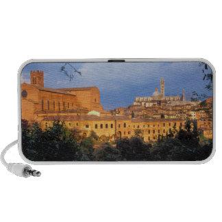 El pueblo toscano de la tierra de Siena, Italia Altavoz