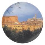 El pueblo toscano de la tierra de Siena, Italia Platos Para Fiestas