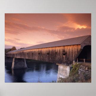 El puente cubierto más largo de los Estados Unidos Póster