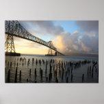 El puente de Astoria-Megler en la puesta del sol Impresiones