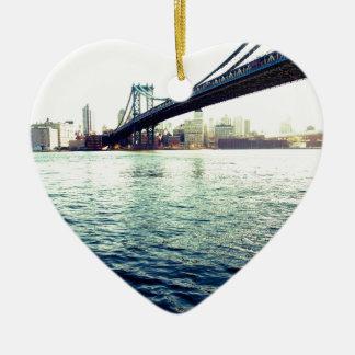 El puente de Brooklyn Adorno Navideño De Cerámica En Forma De Corazón