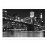 El puente de Brooklyn - blanco y negro Postal