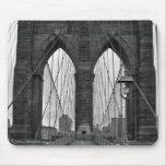 El puente de Brooklyn en New York City Tapete De Ratones