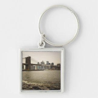 El puente de Brooklyn, visión desde Brooklyn Llavero Cuadrado Plateado