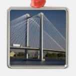 El puente de Ed Hendler atraviesa el río Columbia Adorno Navideño Cuadrado De Metal
