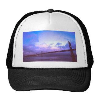El puente de la bahía gorras
