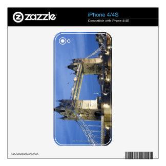 El puente de la torre en la oscuridad calcomanía para iPhone 4S