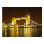 El puente de la torre por noche tarjeta postal