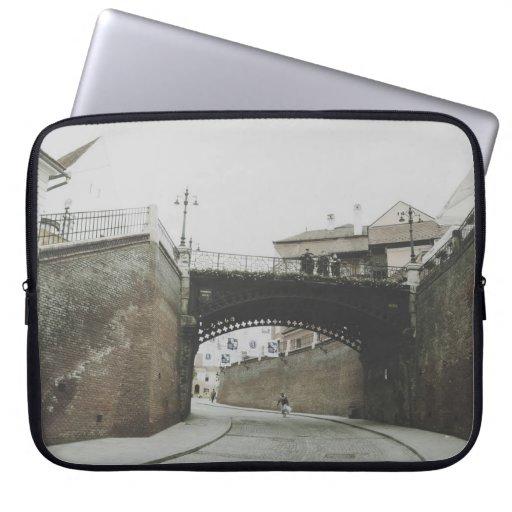 El puente de los mentirosos, Sibiu Fundas Ordendadores