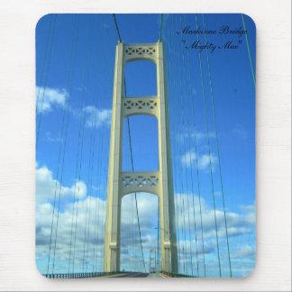 El puente de Mackinac Alfombrillas De Raton