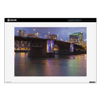 El puente de Morrison sobre el río de Willamette Skins Para 38,1cm Portátiles