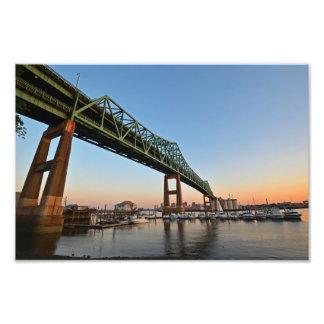 El puente de Tobin en la puesta del sol Boston, mA Cojinete