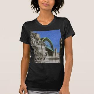 El puente de Tyne, Inglaterra cupo la camiseta