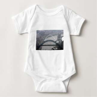 El puente de Tyne y puente del milenio Remera
