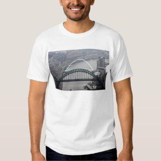 El puente de Tyne y puente del milenio Remeras