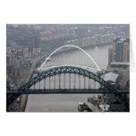 El puente de Tyne y puente del milenio Tarjeta